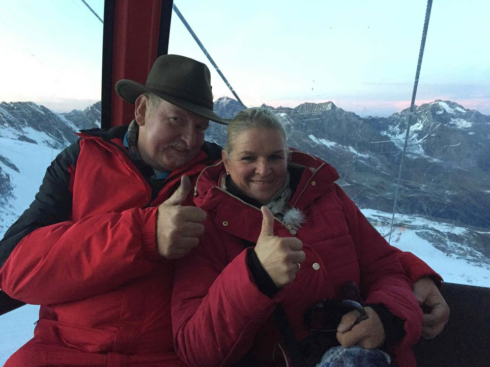 In knapp 3.000 Metern Höhe machen Tamme Hanken (l.) und seine Frau Carmen (r.) einige neue Erfahrungen ... - Bildquelle: kabel eins