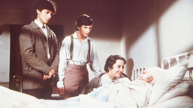 Seine Frau Anna Rosa (Gloria Manos) sowie seine Söhne Stefano (Robert Torti,...