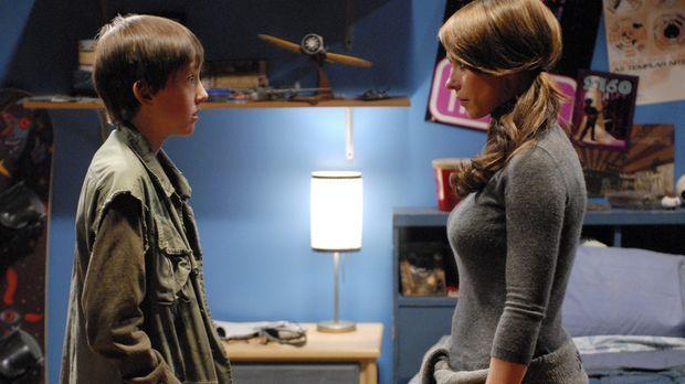 Ned (Tyler Patrick Jones, l.) erzählt Melinda (Jennifer Love Hewitt, r.) von...