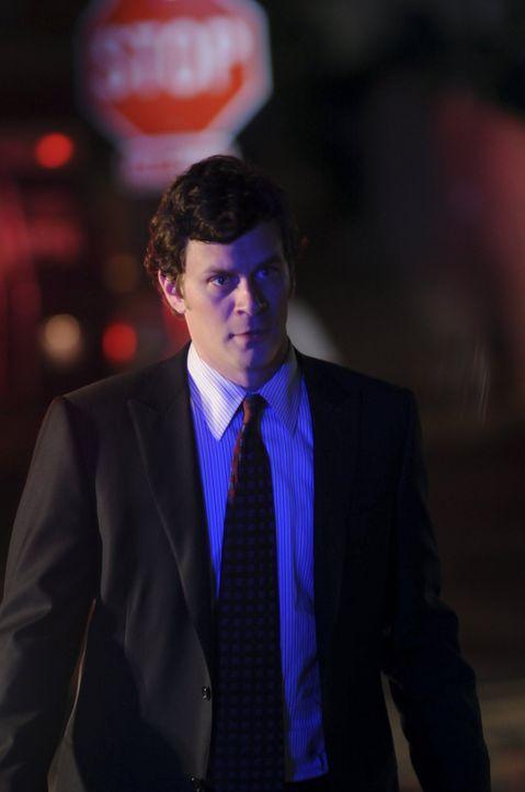 Zusammen mit seiner Kollegin ist Russell (Tom Everett Scott) auf der Suche nach der Vermissten Kayla. Werden sie das Mädchen finden? - Bildquelle: Warner Brothers