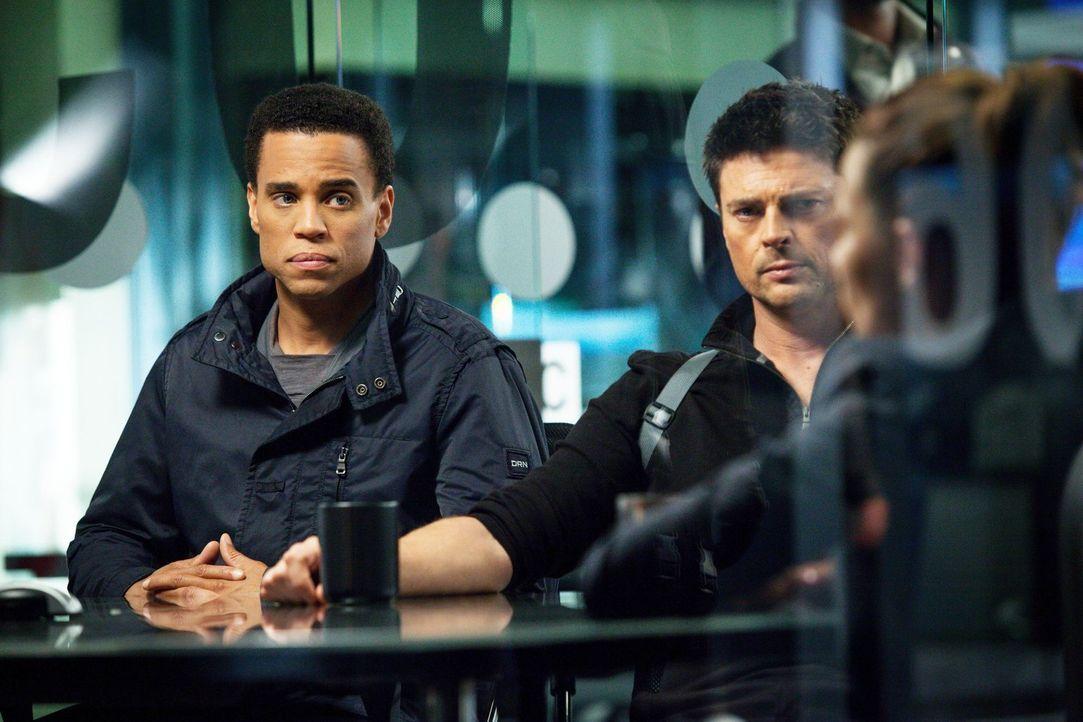 Als Dorian (Michael Ealy, l.) auf einen seiner Brüder trifft, bringt er Kennex (Karl Urban, M.) und Captain Maldonado (Lili Taylor, r.) an die Grenz... - Bildquelle: Warner Bros. Television