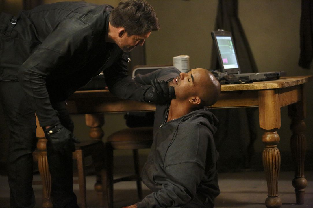 Morgan (Shemar Moore, r.) wird plötzlich entführt. Seine Kollegen versuchen alles, um ihn zu finden und sein Leben zu retten. Doch werden sie es rec... - Bildquelle: Trae Patton ABC Studios