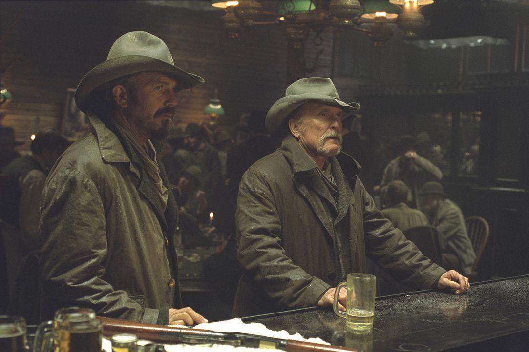 Boss (Robert Duvall, r.) und Charlie (Kevin Costner, l.) sinnen auf Rache ... - Bildquelle: Touchstone Pictures