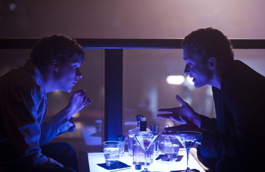 Machen sich auf, die Online-Welt zu revolutionieren: Mark Zuckerberg (Jesse Eisenberg, l.) und Sean Parker (Justin Timberlake, r.) ... - Bildquelle: 2010 Columbia Pictures Industries, Inc. and Beverly Blvd LLC. All Rights Reserved.