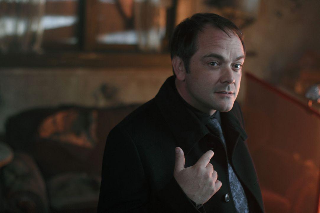 Will Sam und Dean helfen und teilt den beiden mit, dass sie die restlichen Ringe der apokalyptischen Reiter brauchen, um Luzifer zu besiegen: Crowle... - Bildquelle: Warner Brothers