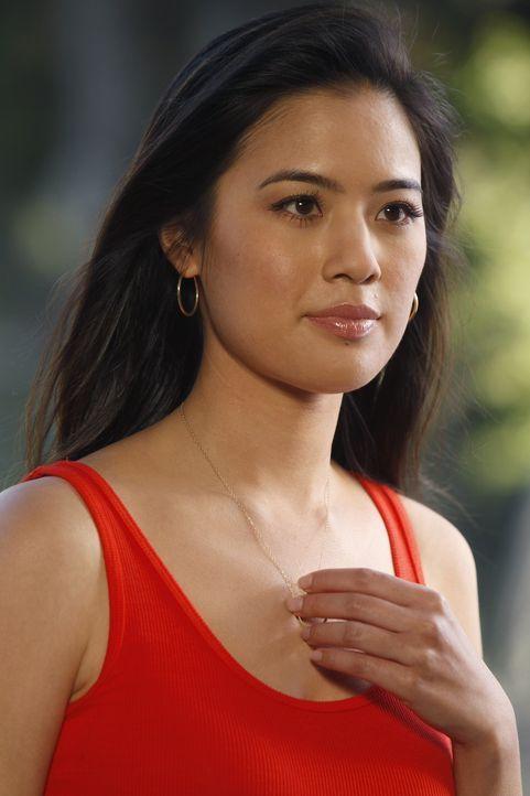 Adam übernimmt den Fall des chinesischen Waschsalonbesitzers Fung, mehr aber, um dessen hübsche Tochter Chunhua (Irene Keng) zu beeindrucken ... - Bildquelle: Warner Bros. Television