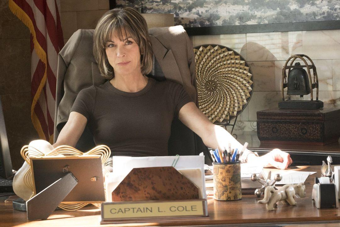 Um eine chinesische Verbrecherorganisation in den USA zu eliminieren, bekommt Captain Cole (Wendie Malick) einen Detective aus Hong Kong zur Verstär... - Bildquelle: Warner Brothers