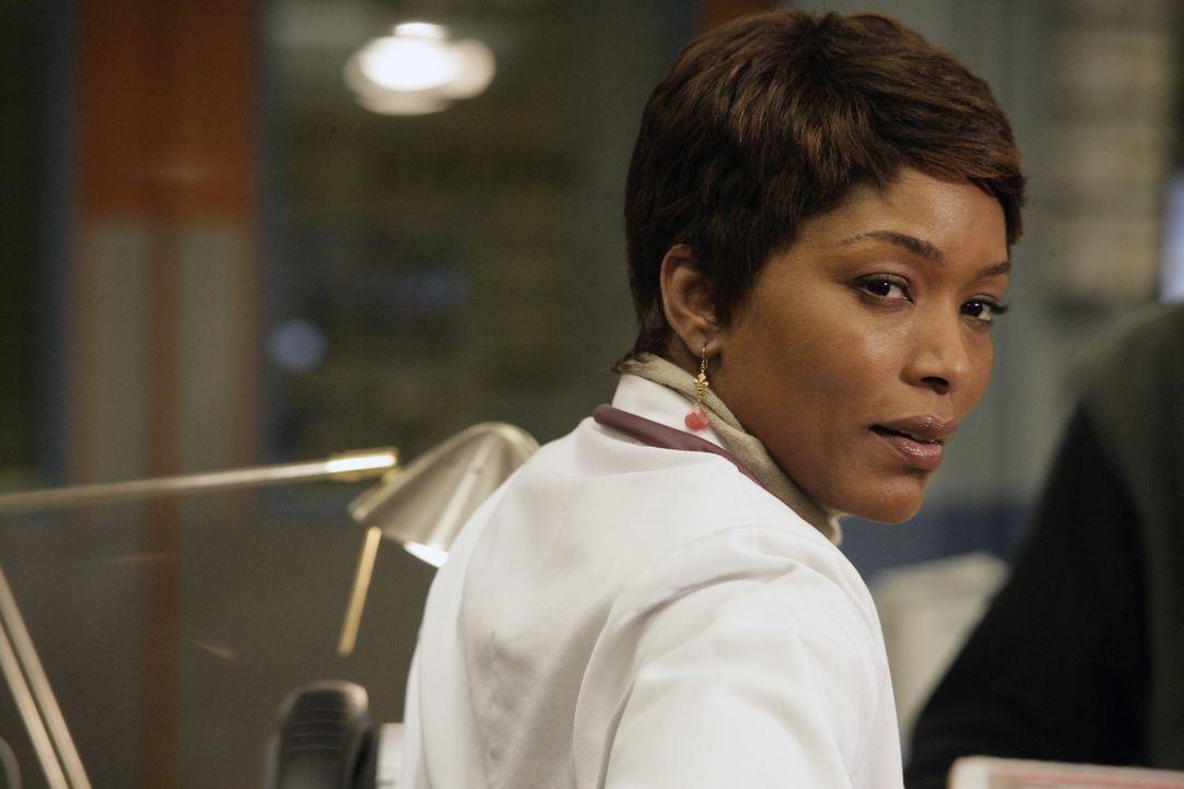 Dr. Banfield (Angela Bassett) muss darüber entscheiden, ob Mark Greenes Tochter Rachel den Praktikumsplatz im County bekommt. Sie hat so ihre Beden... - Bildquelle: Warner Bros. Television