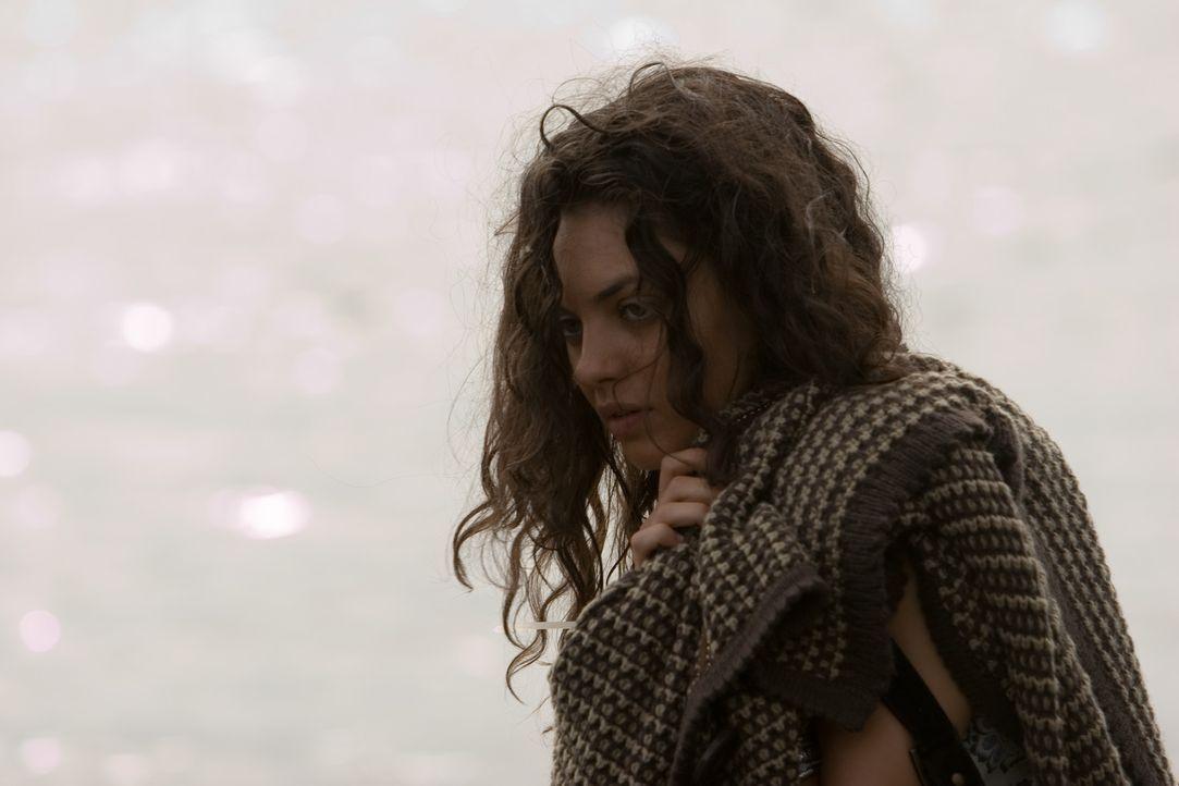 Im Auftrag ihrer Mutter und des arroganten Stiefvaters Karl wird Sophie (Mila Kunis) auf eine Fijii-Insel verschleppt. Dort inhaftiert man sie in ei...