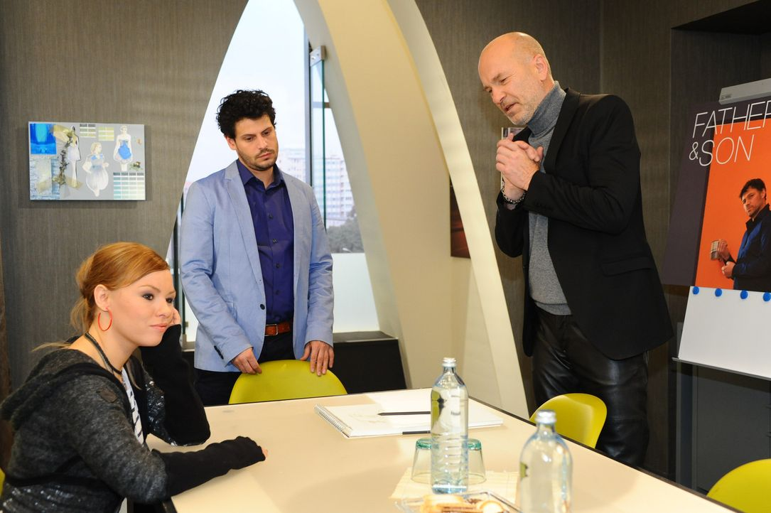 Um Nina zu helfen, wendet sich Luca (Manuel Cortez, M.) an Bruno (K. Dieter Klebsch, r.) und Paule (Wanda Worch, l.) ... - Bildquelle: SAT.1