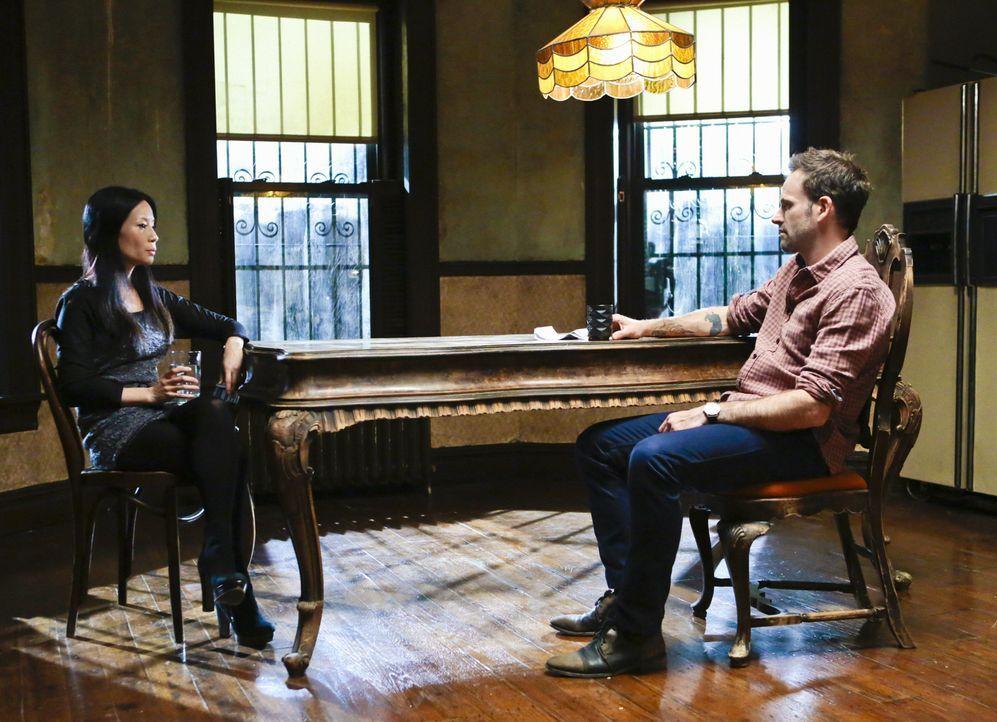 Ermitteln in einem neuen Mordfall: Sherlock Holmes (Jonny Lee Miller, r.) und Joan Watson (Lucy Liu, l.) ... - Bildquelle: CBS Television