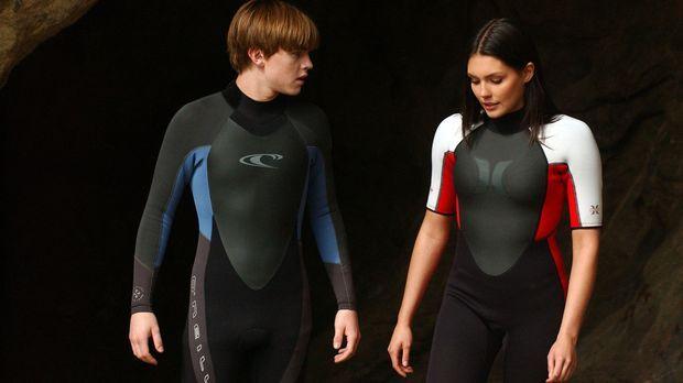 Haben eine gemeinsame Leidenschaft - das Surfen: Bradin (Jesse McCartney, l.)...