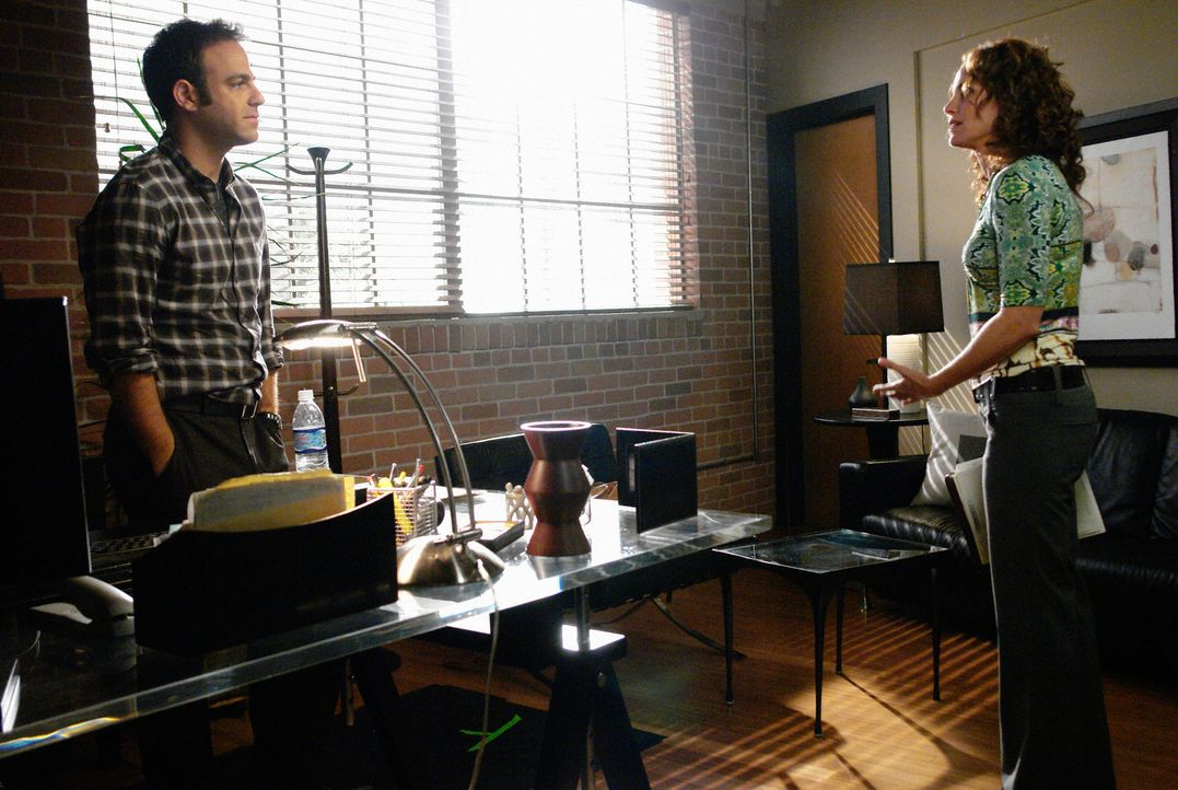 Nachdem Violet (Amy Brenneman, r.) herausgefunden hat, was Charlotte vorhat, geht sie zu Cooper (Paul Adelstein, l.) und teilt es ihm mit. Er kann e... - Bildquelle: ABC Studios