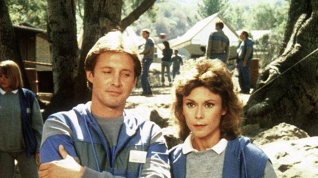 In einem Camp für Agenten absolvieren Amanda (Kate Jackson, r.) und Lee (Bruc...