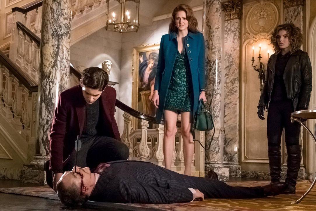 Ivy Pepper (Maggie Geha, M.), Bruce (David Mazouz, l.) und Selina (Camren Bicondova, r.) geraten in Schwierigkeiten, während Barnes zahlreiche Verbr... - Bildquelle: Warner Brothers