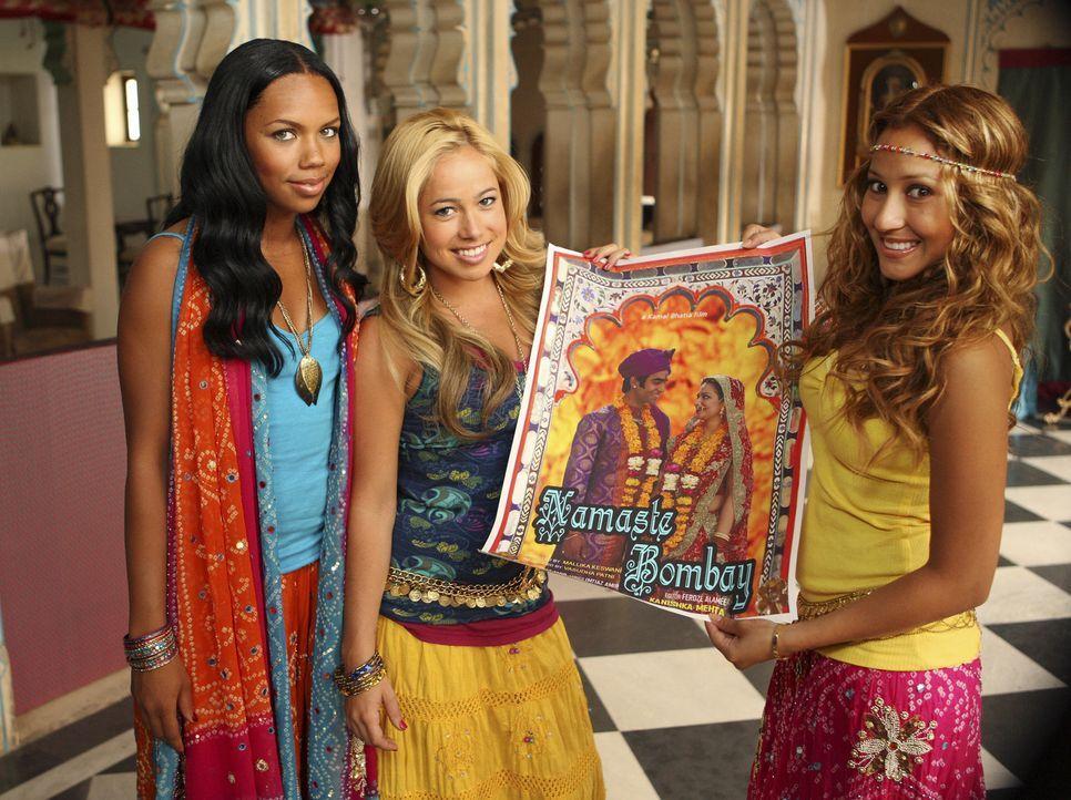 """Die """"Cheetah Girls"""" Aqua (Kiely Williams, r.), Dorinda (Sabrina Bryan, M.) und Chanel (Adrienne Bailon, r.) machen bei einem Casting für den Bollywo... - Bildquelle: Disney - ABC - ESPN Television"""