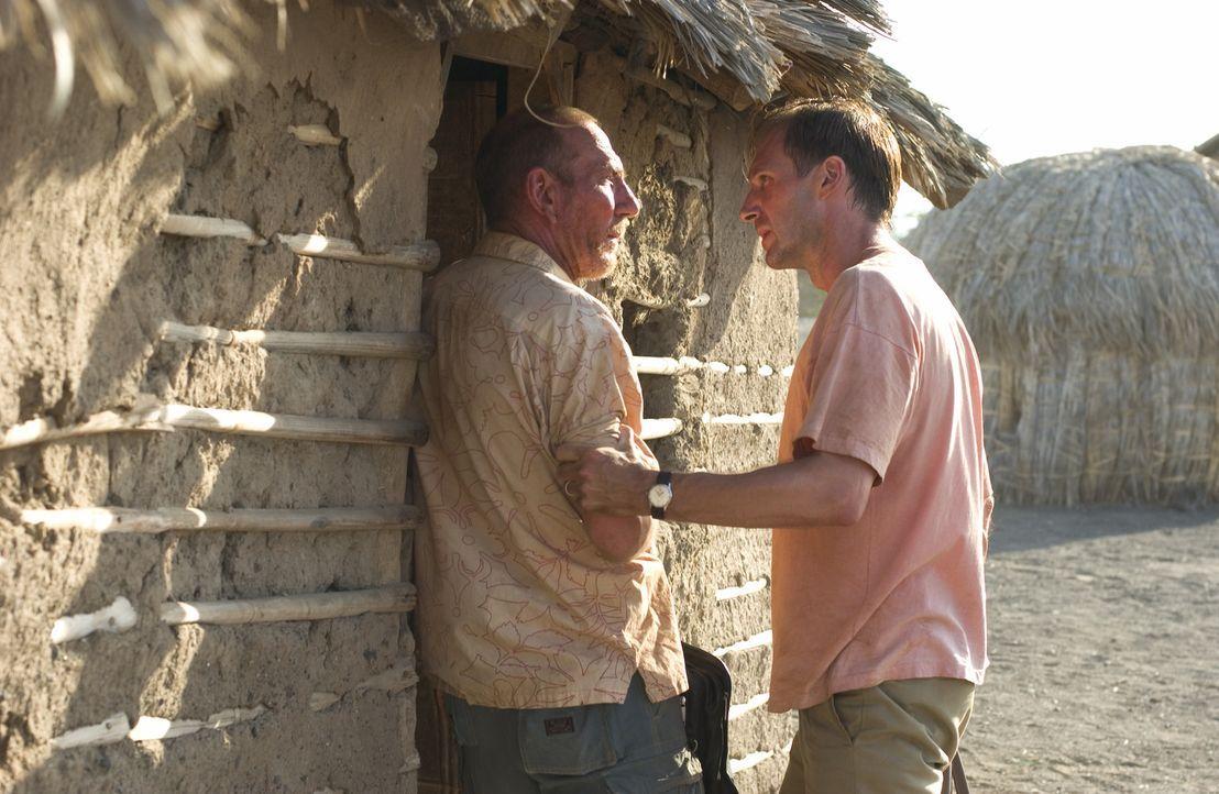 In Afrika und Europa begibt sich Justin Quayle (Ralph Fiennes, r.) auf die Suche nach der Wahrheit über den Tod seiner Frau. Er kommt schon bald ei... - Bildquelle: Epsilon Motion Pictures