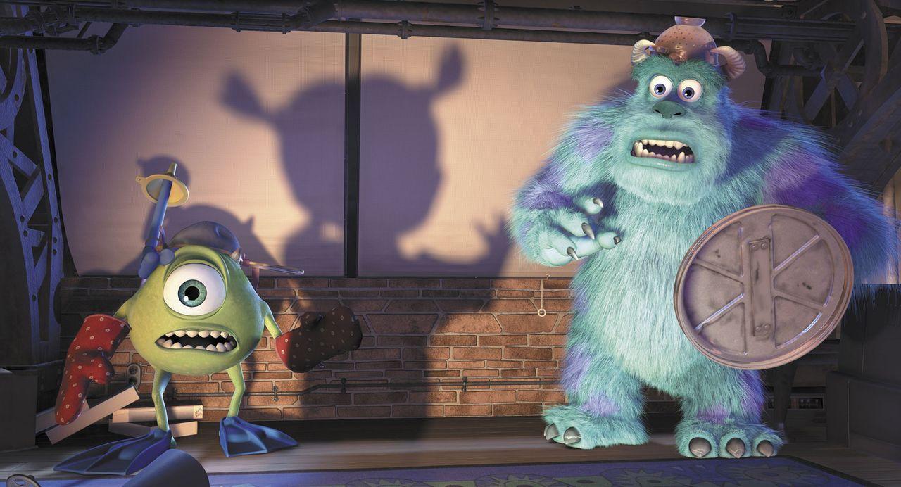 Mike (l.) und Sulley (r.) müssen sich vor dem fiesen Menschenkind schützen! - Bildquelle: Buena Vista Pictures