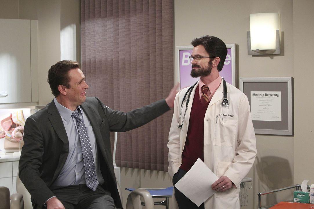 Marshall (Jason Segel, l.) und Lily sind immer noch nicht schwanger und suchen deshalb den Spezialisten Dr. Stangel (Neil Patrick Harris, r.) auf un... - Bildquelle: 20th Century Fox International Television