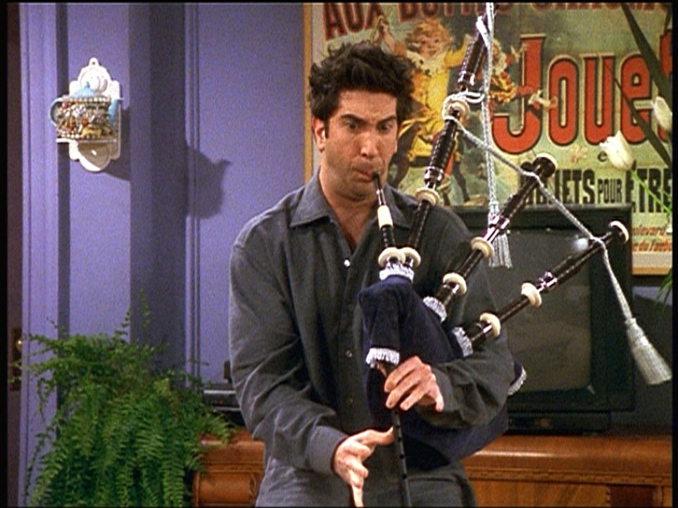 Zur Hochzeit von Monica und Chandler hat Ross (David Schwimmer) sich etwas ganz Besonderes ausgedacht ... - Bildquelle: TM+  2000 WARNER BROS.
