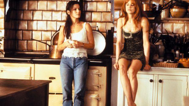 Auf den beiden hübschen Hexenschwestern Sally (Sandra Bullock, l.) und Gillia...