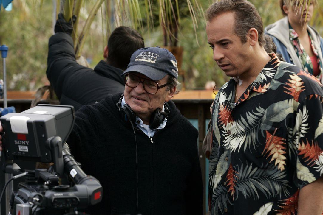 Regisseur Sidney Lumet (l.) bespricht mit Vin Diesel (r.) die letzten Szenen. - Bildquelle: 2006 Yari Film Group Releasing, LLC