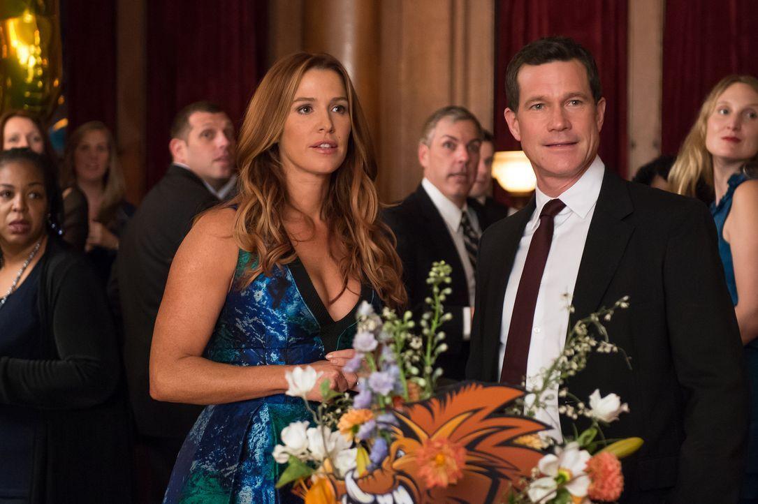 Um ihren neuen gemeinsamen Fall mit Al (Dylan Walsh, r.) lösen zu können, muss sich Carrie (Poppy Montgomery, l.) mit ihrer Schulzeit und den Erinne... - Bildquelle: 2013 Sony Pictures Television Inc. All Rights Reserved.