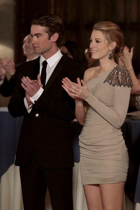 Zwischen Nate (Chace Crawford, l.) und Serena (Blake Lively, r.) läuft wieder alles prima und beide versuchen, Jenny zu meiden ... - Bildquelle: Warner Bros. Television