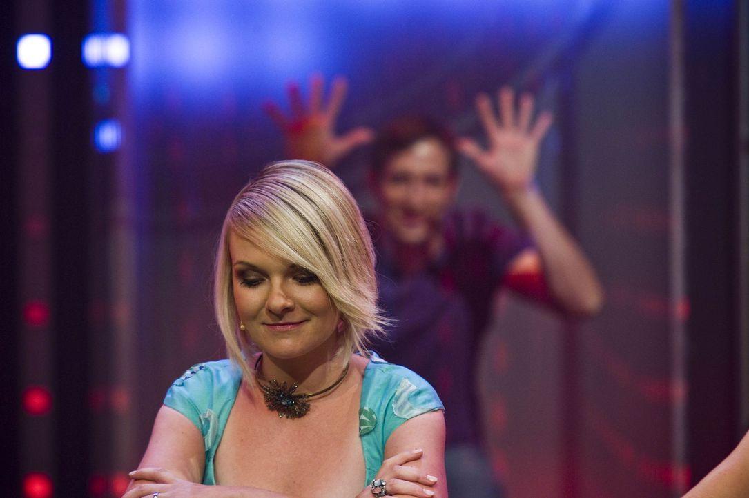 Daniela (l.) zockt am Pokertisch um das Können ihres Mannes Björn (r.) ... - Bildquelle: SAT.1
