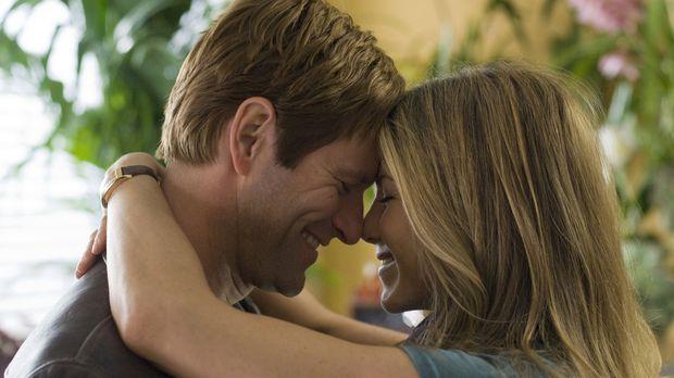 Hat ihre Liebe eine Chance? Eloise (Jennifer Aniston, r.) und Burke (Aaron Ec...
