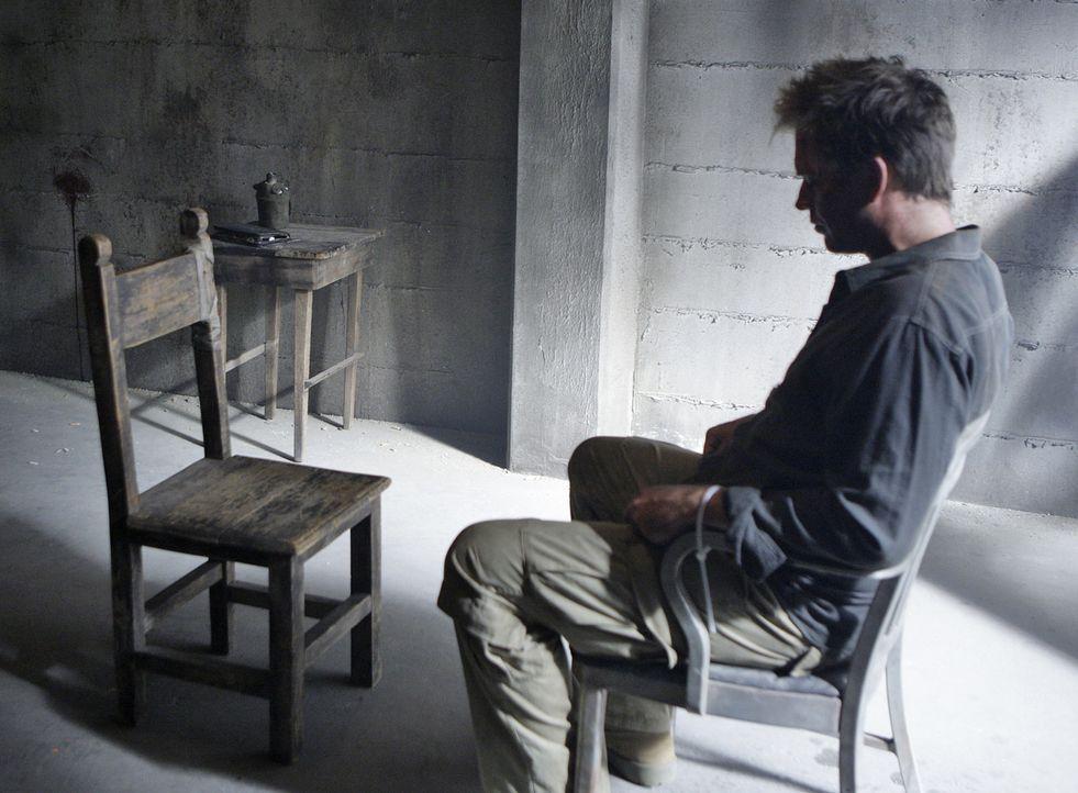 Tony (Michael Weatherly) wird in Somalia festgehalten und unter Drogen gesetzt. Er soll den Terroristen alle Geheimnisse des NCIS verraten. Ein Psyc... - Bildquelle: CBS Television