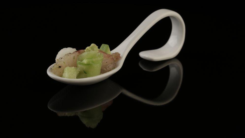 Sashimi von der Makrele, Wasabigurken, Avocadocreme, Nashibirne