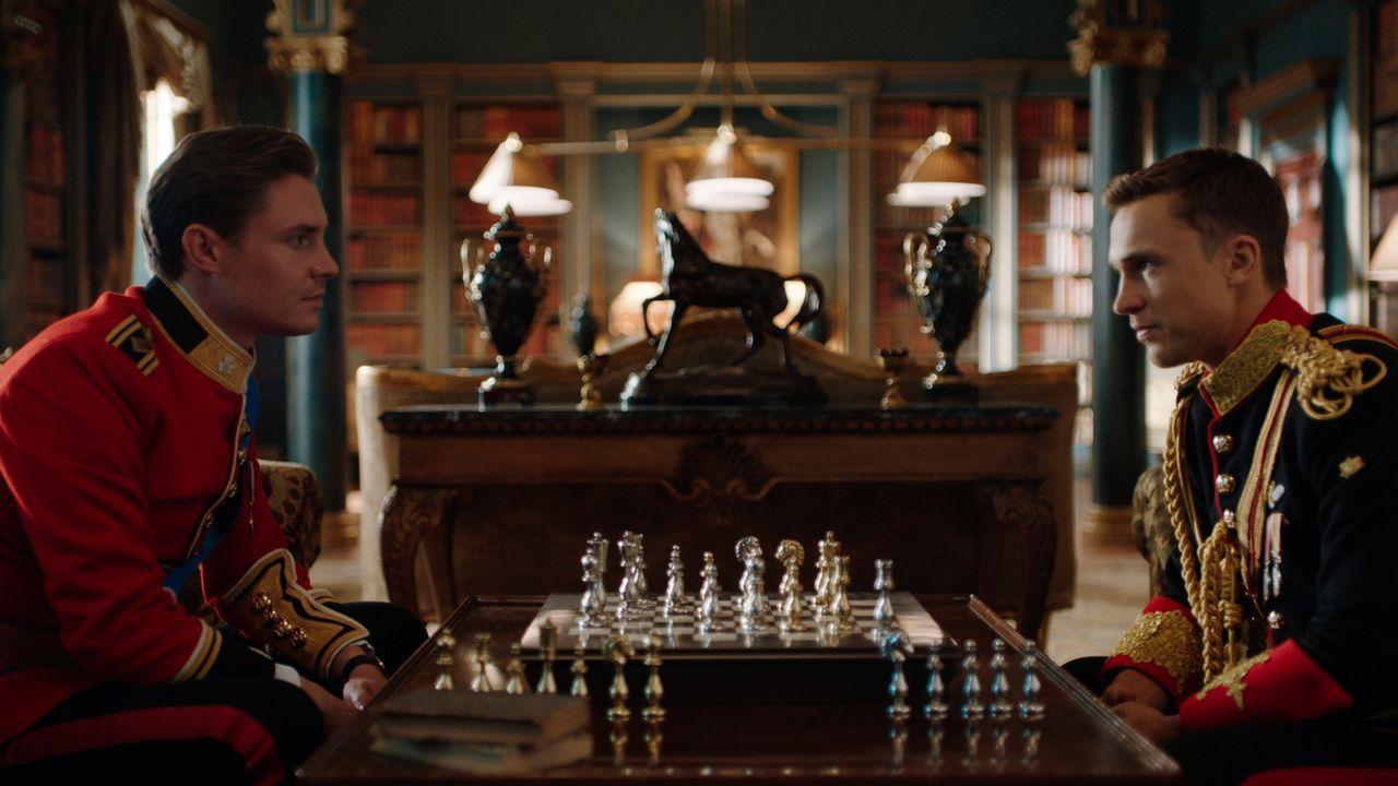 Kann Liam (William Moseley, r.) seine Pflichten als Trauzeuge für Robert (Max Brown, l.) nachkommen, ohne dass der König Zweifel an seiner Treue heg... - Bildquelle: 2018 Lions Gate Entertainment Inc. All Rights Reserved.