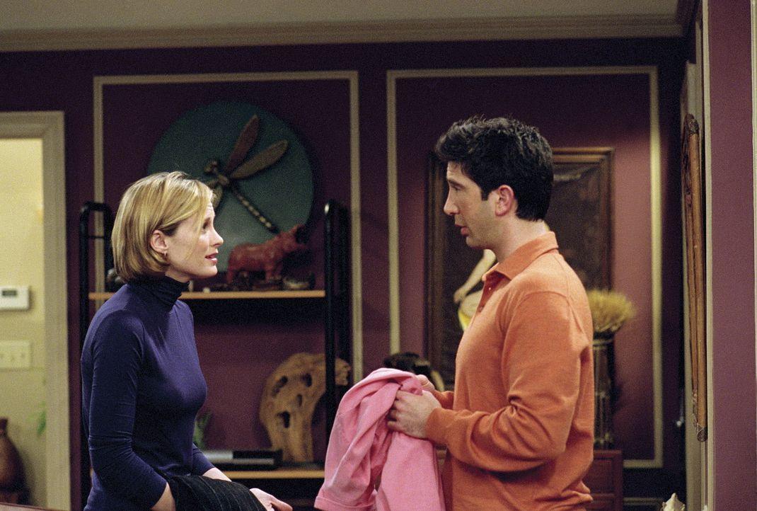 Zwischen Mona (Bonnie Somerville, l.) und Ross (David Schwimmer, r.) ist noch nicht alles geklärt ... - Bildquelle: TM+  WARNER BROS.
