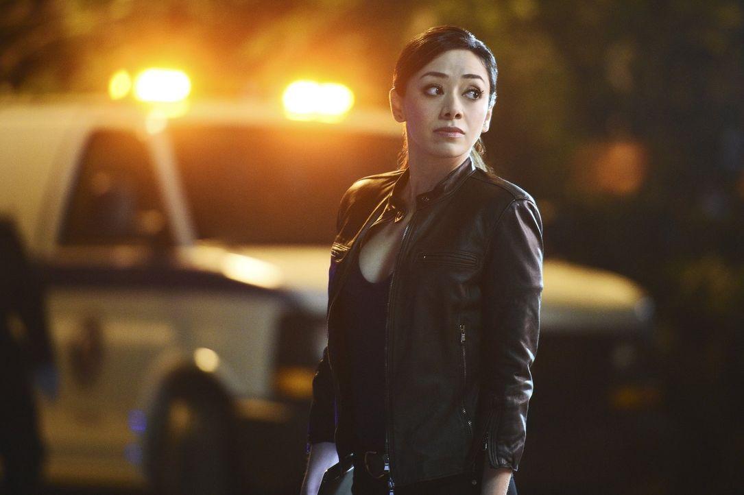 Steht Carter und Lee bei den Ermittlungen zur Seite: Didi (Aimee Garcia) ... - Bildquelle: Warner Brothers