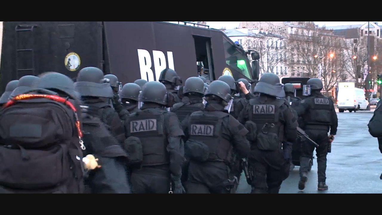 Im Januar und November 2015 hat Frankreich die tödlichsten Attentate in der Geschichte des Landes erlebt. Diese Dokumentation begibt sich auf die Sp... - Bildquelle: Memento - Planète +- 2016