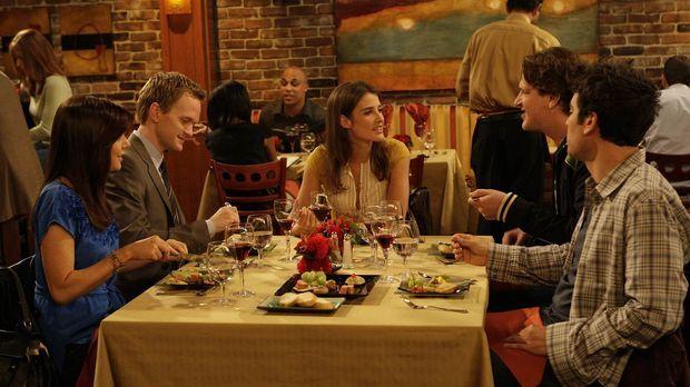 Während Ted (Josh Radnor, r.) den Abend mit Marshall (Jason Segel, 2.v.r.), B...