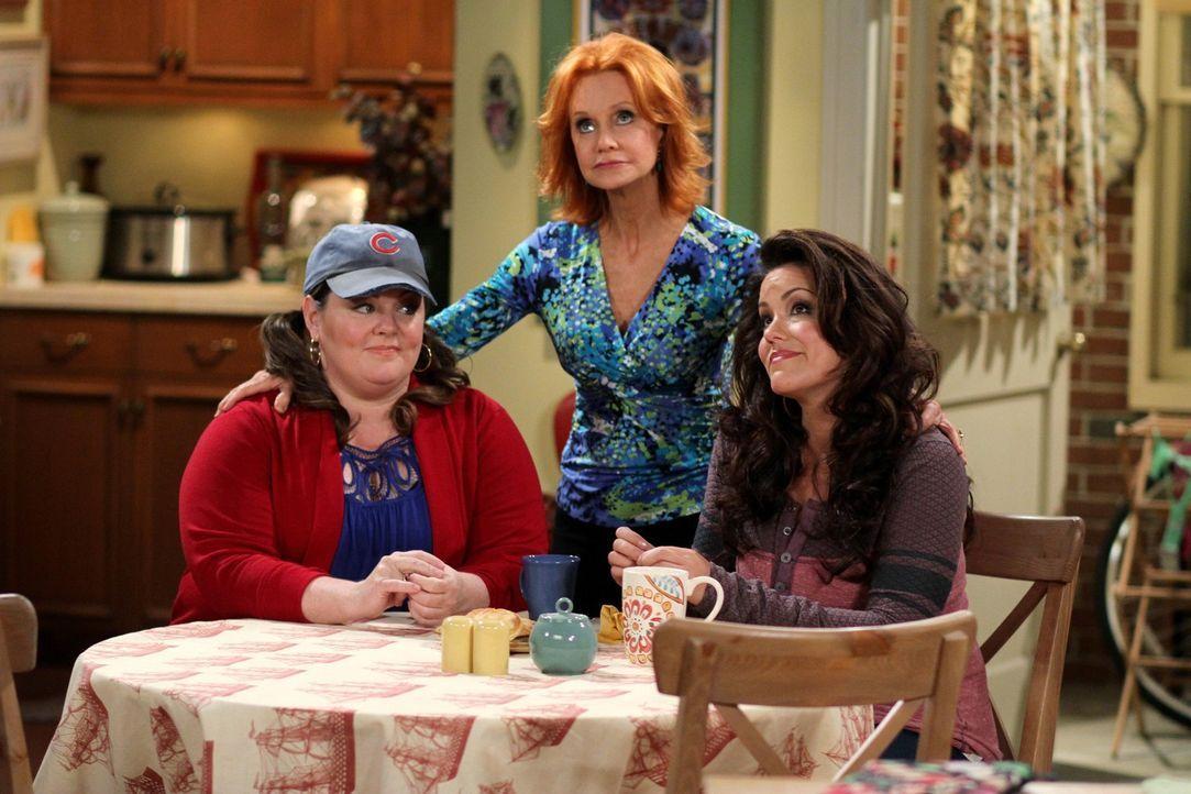 Sind sich nicht immer einig: Molly (Melissa McCarthy, l.), Victoria (Katy Mixon, r.) und Joyce (Swoosie Kurtz, M.) ... - Bildquelle: 2010 CBS Broadcasting Inc. All Rights Reserved.