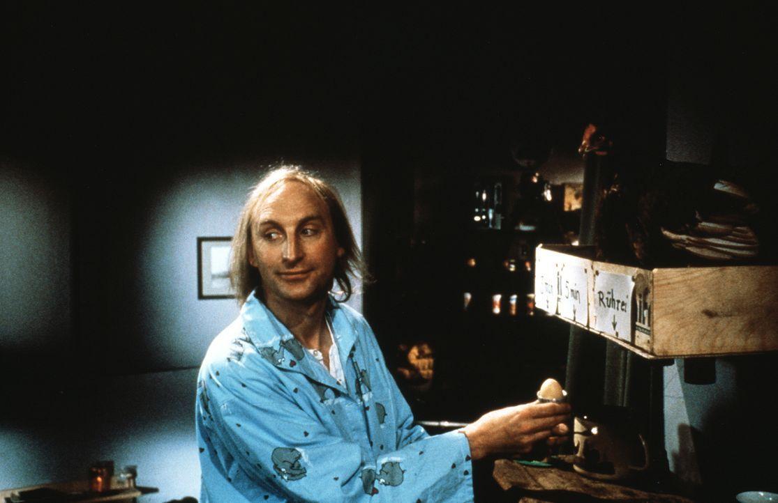 Friesische Idylle: Otto (Otto Waalkes) wohnt in einem alleinstehenden, gelb-rot gestreiften Leuchtturm. Sein Geld verdient er sich mal als Friesenfü... - Bildquelle: Rialto Film