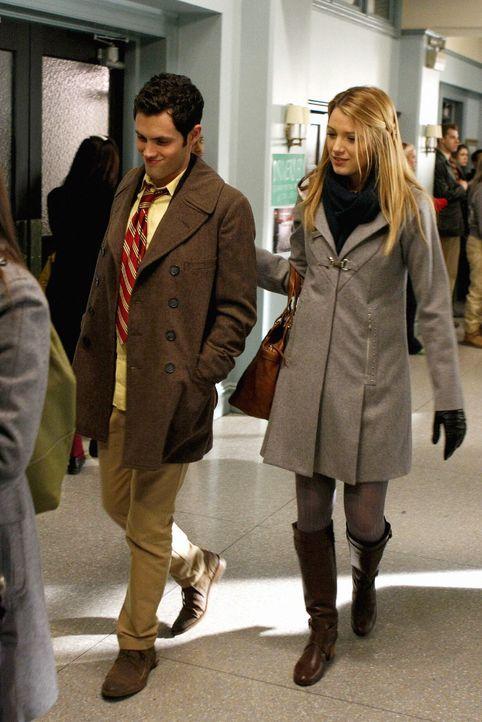 Haben ein Problem damit, dass Lily und Rufus ein Paar sind: Dan (Penn Badgley, l.) und Serena (Blake Lively, r.) ... - Bildquelle: Warner Brothers
