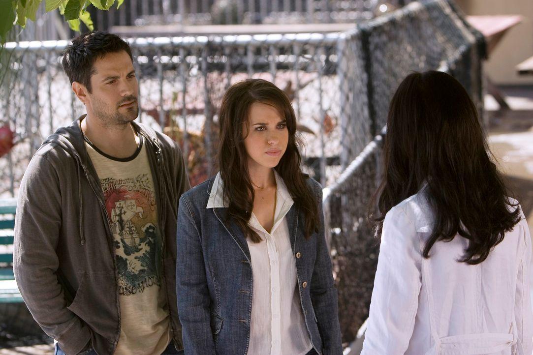 Kann Melinda (Jennifer Love Hewitt, r.) Donna Ellis (Lacey Chabert, M.) und  Kyle McCall (Michael Landes, l.) helfen? - Bildquelle: ABC Studios