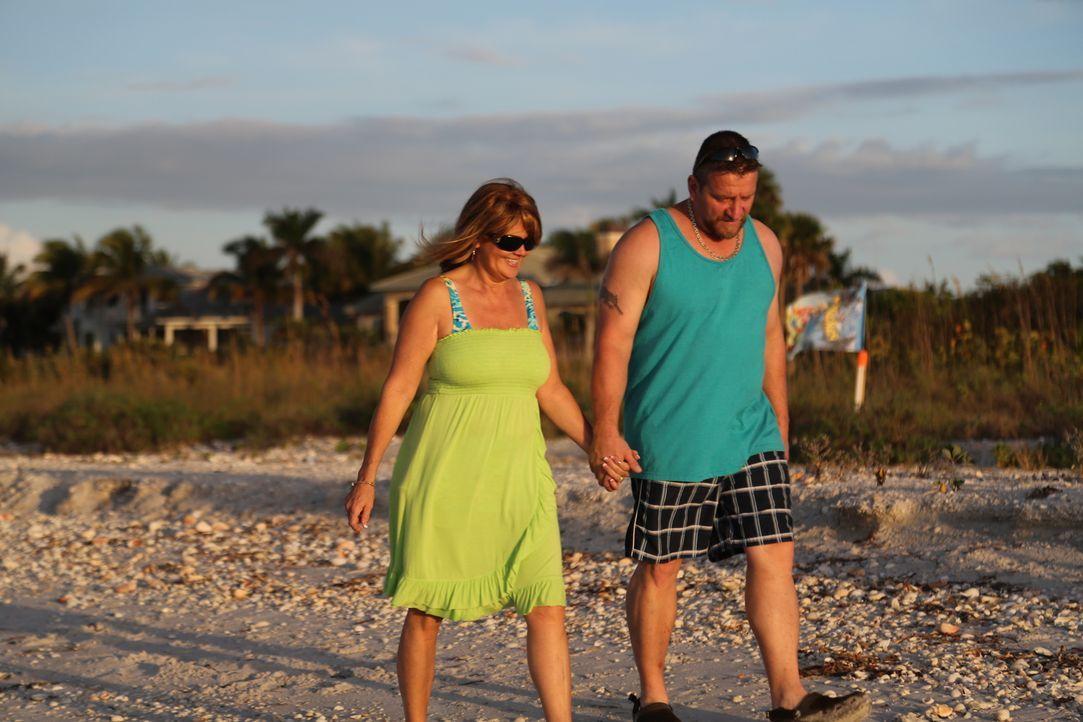 Cheryl (l.) und Rick (l.) lieben das Wasser und vor allem Boote. Doch finden sie für ihr Budget von $350.000 wirklich ein Haus in Port Charlotte mit... - Bildquelle: 2014,HGTV/Scripps Networks, LLC. All Rights Reserved