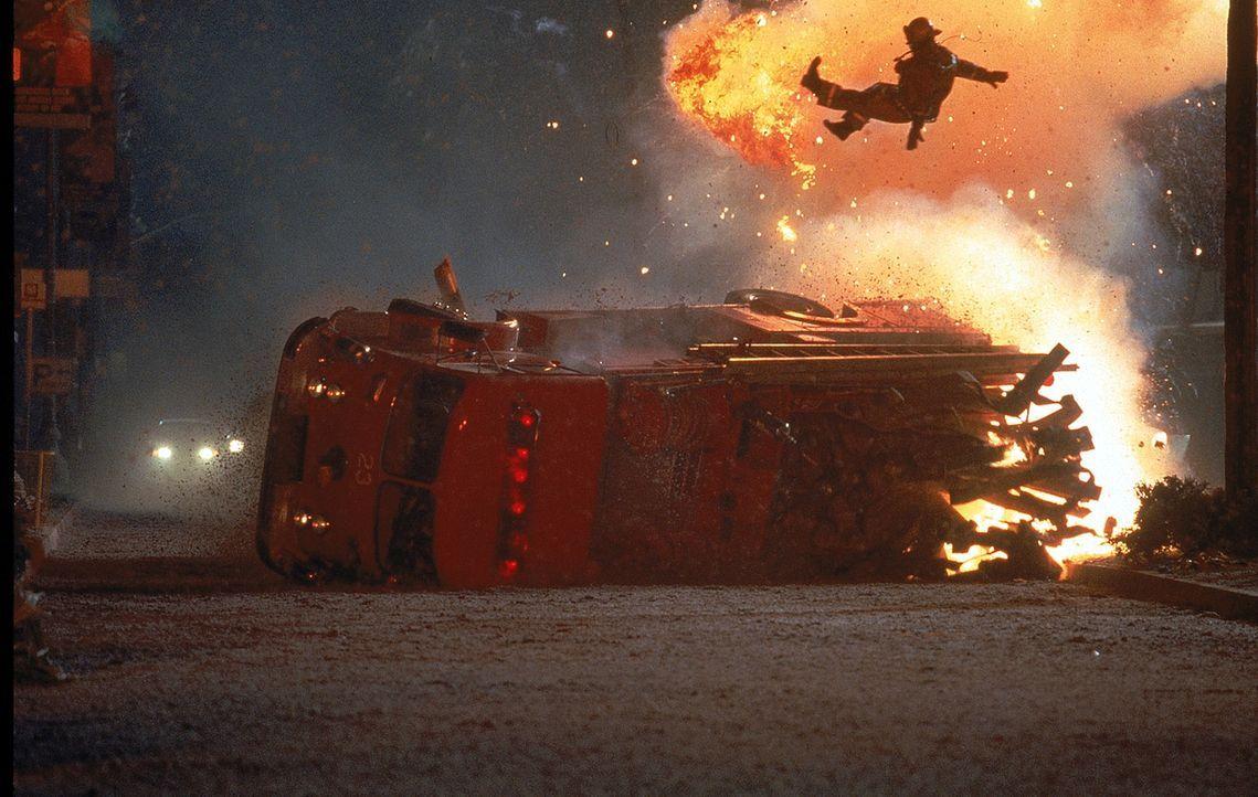 L.A. wird von einem Erdbeben erschüttert. Doch dies ist nur der Vorbote zu einer viel größeren Katastrophe: Ein bis dahin unbekannter Vulkan bric... - Bildquelle: 20th Century Fox
