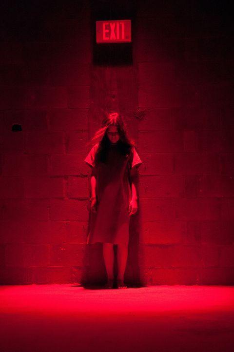 Ausgang ungewiss! Wird von einem unheilvollen Totengeist besetzt, der ihr und ihrer Familie nach dem Leben trachtet: Em (Natasha Calis) ... - Bildquelle: Diyah Pera Box Productions, LLC 2011