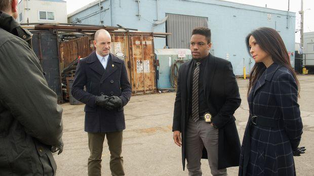 Sind Detective Bell (Jon Michael Hill, M.), Watson (Lucy Liu, r.) und Holmes...