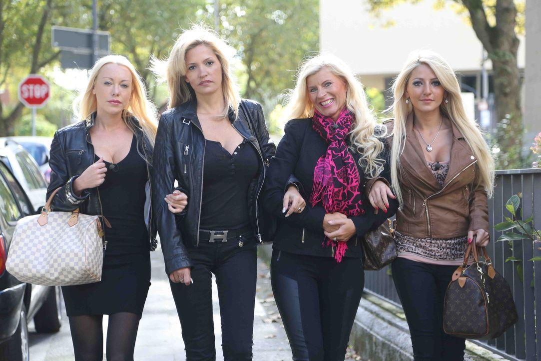 Eine Stadt, vier Blondinen und jede Menge Luxus: In der Mode-Metropole Düsseldorf genießen Nina Kristin, Jasna, Ines und Michaela das Leben der Re...
