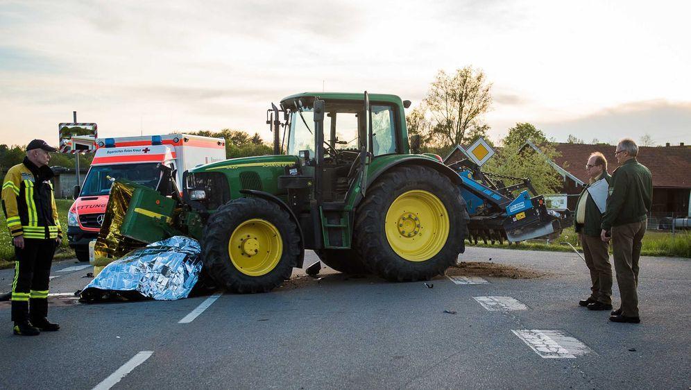 Motorradfahrer (25) in Traktor gekracht - Bildquelle: NEWS5