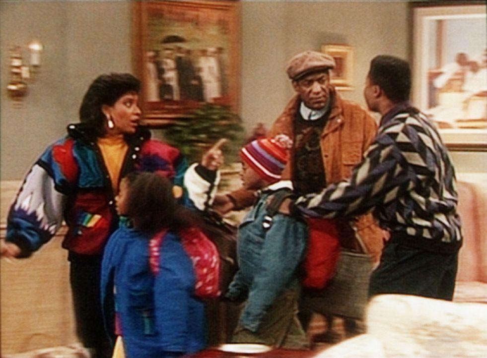 Theo (Malcolm-Jamal Warner, r.) kann es kaum erwarten, dass Cliff (Bill Cosby, 2.v.l.) und Clair (Phylicia Rashad, l.) samt Rudy (Keshia Knight Pull... - Bildquelle: Viacom