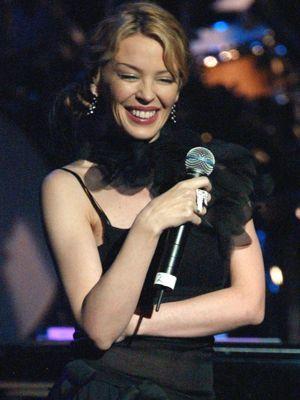 Kylie bei einem Auftritt in Los Angeles im Februar 2004 - Bildquelle: AFP