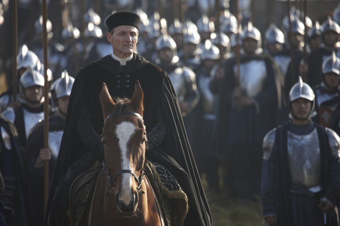 Zieht mit den französischen Truppen in Rom ein: Kardinal Della Rovere (Colm Feore) ... - Bildquelle: LB Television Productions Limited/Borgias Productions Inc./Borg Films kft/ An Ireland/Canada/Hungary Co-Production. All Rights Reserved.